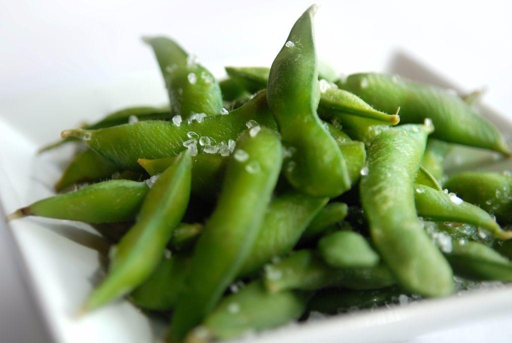 fresh-steamed-edamame-with-sea-salt-2
